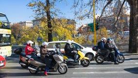Μηχανικά δίκυκλα στο ανάχωμα στην πόλη της Ρώμης Στοκ φωτογραφία με δικαίωμα ελεύθερης χρήσης