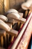 Μηχανικές σφυριά και σειρές μέσα στο παλαιό πιάνο Στοκ φωτογραφία με δικαίωμα ελεύθερης χρήσης