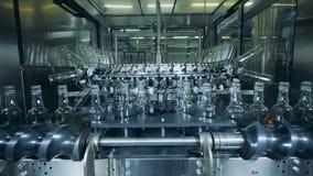 Μηχανική διαδικασία επανεντοπισμού των μπουκαλιών γυαλιού απόθεμα βίντεο