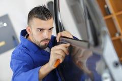 Μηχανική λαστιχένια περιποίηση πορτών αυτοκινήτων συναρμολογήσεων στοκ φωτογραφία με δικαίωμα ελεύθερης χρήσης