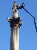 Μηχανικοί που επιθεωρούν Nelson&#x27 στήλη του s, Λονδίνο Στοκ Φωτογραφίες