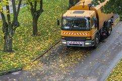 Μηχανικός καθαρίζοντας την οδό Στοκ Εικόνες