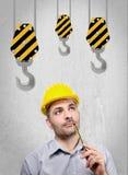 Μηχανικός με ένα κράνος στο κεφάλι του Στοκ φωτογραφία με δικαίωμα ελεύθερης χρήσης