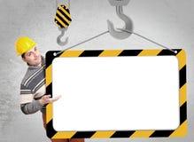 Μηχανικός με ένα κράνος στο κεφάλι του Στοκ Εικόνες