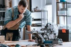 Μηχανικός με το σχέδιο σχεδίων πάθους Στοκ Εικόνες