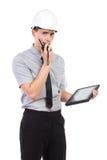 Μηχανικός που χρησιμοποιεί μια ομιλούσα ταινία walkie Στοκ φωτογραφία με δικαίωμα ελεύθερης χρήσης