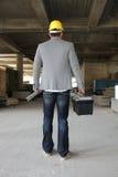 Μηχανικός σε ένα εργοτάξιο οικοδομής που κάνει μια επιχείρηση να καλέσει Στοκ εικόνες με δικαίωμα ελεύθερης χρήσης