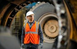 Μηχανικός στο γκαράζ στοκ φωτογραφία