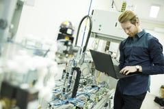 Μηχανικός στο εργοστάσιο Στοκ φωτογραφίες με δικαίωμα ελεύθερης χρήσης