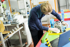 Μηχανικός στο εργοστάσιο Στοκ εικόνες με δικαίωμα ελεύθερης χρήσης