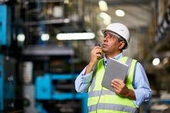 Μηχανικός στο εργοστάσιο Στοκ εικόνα με δικαίωμα ελεύθερης χρήσης