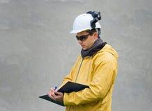 Μηχανικός στο κοστούμι ασφάλειας Στοκ φωτογραφίες με δικαίωμα ελεύθερης χρήσης