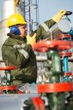 Μηχανικός στο πετρέλαιο και τη φυσική πετρελαιοπηγή Στοκ Εικόνες
