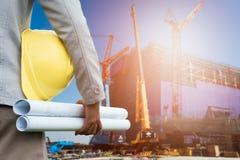 Μηχανικός σχεδίου στο εργοτάξιο οικοδομής Στοκ Φωτογραφίες