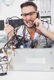 0 μηχανικός υπολογιστών που κάνει μια κλήση Στοκ εικόνες με δικαίωμα ελεύθερης χρήσης