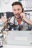 0 μηχανικός υπολογιστών που κάνει μια κλήση Στοκ φωτογραφίες με δικαίωμα ελεύθερης χρήσης