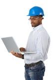 Μηχανικός hardhat με τον υπολογιστή στοκ φωτογραφία με δικαίωμα ελεύθερης χρήσης