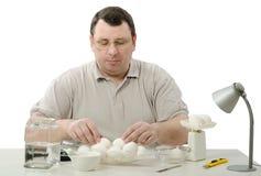 Μηχανικός Phytocontrol που επιλέγει τα αυγά Στοκ φωτογραφία με δικαίωμα ελεύθερης χρήσης