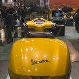 Μηχανικό δίκυκλο Vespa στην επίδειξη σε EICMA 2014 στο Μιλάνο, Ιταλία Στοκ Φωτογραφίες