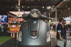 Μηχανικό δίκυκλο Vespa στην επίδειξη σε EICMA 2014 στο Μιλάνο, Ιταλία Στοκ φωτογραφία με δικαίωμα ελεύθερης χρήσης