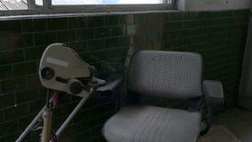 Μηχανοποιημένο εγκαταλειμμένο καρέκλα νοσοκομείο απόθεμα βίντεο