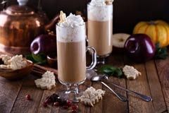 Μηλίτης της Apple latte με τα καρυκεύματα Στοκ Φωτογραφίες