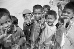 Μη αναγνωρισμένα παιδιά που ζουν στους δρόμους Στοκ φωτογραφία με δικαίωμα ελεύθερης χρήσης