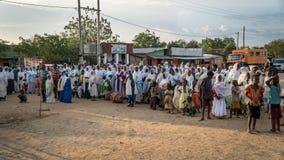 Μη αναγνωρισμένοι αιθιοπικοί άνθρωποι που γιορτάζουν το φεστιβάλ Meskel στην Αιθιοπία Στοκ Φωτογραφία