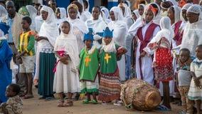 Μη αναγνωρισμένοι αιθιοπικοί άνθρωποι που γιορτάζουν το φεστιβάλ Meskel στην Αιθιοπία Στοκ Εικόνα