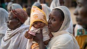 Μη αναγνωρισμένοι αιθιοπικοί άνθρωποι που γιορτάζουν το φεστιβάλ Meskel στην Αιθιοπία Στοκ Φωτογραφίες