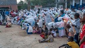 Μη αναγνωρισμένοι αιθιοπικοί άνθρωποι που γιορτάζουν το φεστιβάλ Meskel στην Αιθιοπία Στοκ Εικόνες