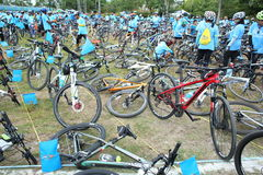 Μη αναγνωρισμένοι αναβάτες στη δράση κατά τη διάρκεια του ποδηλάτου για το γεγονός Mom Στοκ Εικόνες