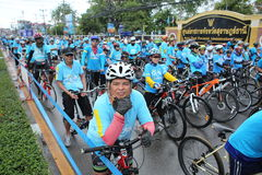 Μη αναγνωρισμένοι αναβάτες στη δράση κατά τη διάρκεια του ποδηλάτου για το γεγονός Mom Στοκ φωτογραφία με δικαίωμα ελεύθερης χρήσης