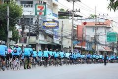 Μη αναγνωρισμένοι αναβάτες στη δράση κατά τη διάρκεια του ποδηλάτου για το γεγονός Mom Στοκ εικόνα με δικαίωμα ελεύθερης χρήσης