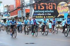 Μη αναγνωρισμένοι αναβάτες στη δράση κατά τη διάρκεια του ποδηλάτου για το γεγονός Mom Στοκ φωτογραφίες με δικαίωμα ελεύθερης χρήσης