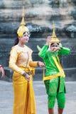 Μη αναγνωρισμένοι Καμποτζηανοί στο εθνικό φόρεμα Στοκ Φωτογραφίες
