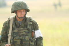 Μη αναγνωρισμένοι στρατιώτες κατά τη διάρκεια των ασκήσεων διοικητηρίων με τη 98η αερομεταφερόμενη μεραρχία φρουρών Στοκ Φωτογραφίες