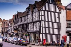 Μη αναγνωρισμένοι τουρίστες στο κέντρο Stratford επάνω σε Avon, Warwickshire Αγγλία, στοκ φωτογραφίες με δικαίωμα ελεύθερης χρήσης