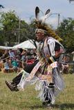 Μη αναγνωρισμένος νέος αμερικανός ιθαγενής κατά τη διάρκεια 40ου ετήσιου Thunderbird αμερικανικό ινδικό Powwow στοκ φωτογραφίες