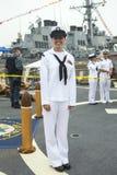 Μη αναγνωρισμένος ναυτικός κατά τη διάρκεια της εβδομάδας 2014 στόλου στη Νέα Υόρκη στοκ εικόνα με δικαίωμα ελεύθερης χρήσης