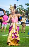 Μη αναγνωρισμένος ταϊλανδικός χορός χορευτών Παιχνίδια πόλο ελεφάντων κατά τη διάρκεια της αντιστοιχίας πόλο ελεφάντων φλυτζανιών Στοκ φωτογραφία με δικαίωμα ελεύθερης χρήσης