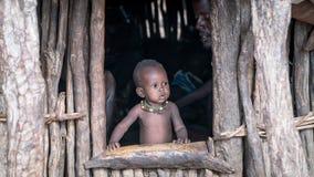 Μη αναγνωρισμένο μωρό από τη φυλή Hamar στην κοιλάδα Omo της Αιθιοπίας Στοκ Εικόνα