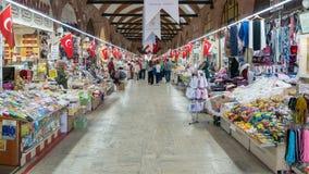 Μη αναγνωρισμένο peolple σε Selimiye Arasta Bazaar που είναι εκτός από το μουσουλμανικό τέμενος Selimiye στη Αδριανούπολη Στοκ Εικόνες