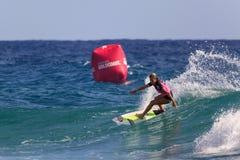 Μη αναγνωρισμένο Surfer συναγωνίζεται το υπέρ γεγονός τίτλου Quiksilver & κόσμων της Roxy Στοκ φωτογραφίες με δικαίωμα ελεύθερης χρήσης