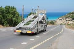 Μη κατειλημμένος μεταφορέας αυτοκινήτων στο δρόμο στοκ εικόνες