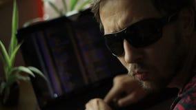 Μη συμβατικό στερεότυπο χάκερ Badass απόθεμα βίντεο