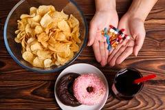 Μη υγιές τρόπος ζωής, γρήγορο φαγητό και φάρμακα Στοκ Εικόνες