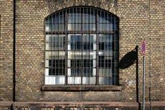 Μη χρησιμοποιούμενο εργοστάσιο με τους τουβλότοιχους Στοκ Εικόνα