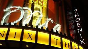 Μιά φορά το μουσικό σημάδι έξω από το θέατρο του Phoenix στο Λονδίνο φιλμ μικρού μήκους
