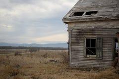 Μια άλλη άποψη από το εγκαταλειμμένο σπίτι στοκ εικόνα με δικαίωμα ελεύθερης χρήσης